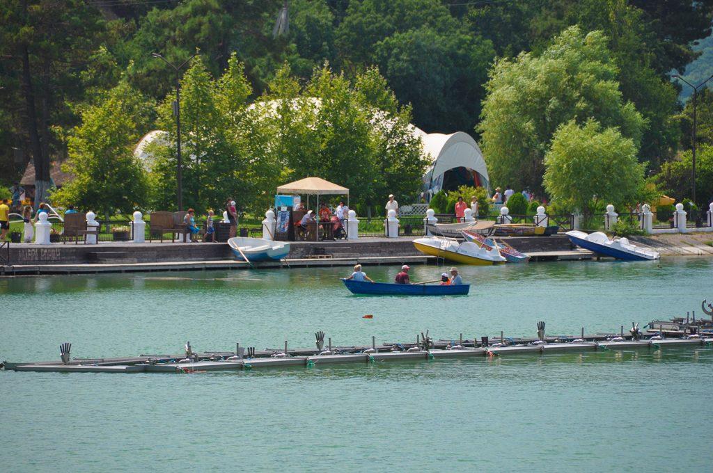 Поющие фонтаны на озере Абрау в Абрау-Дюрсо