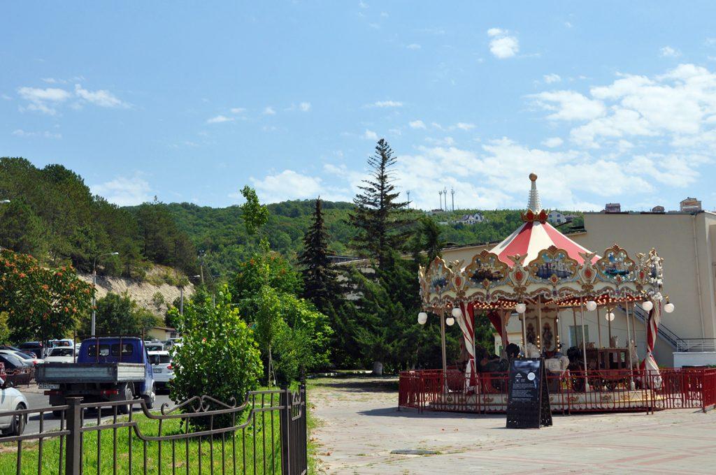 Карусели и развлечения для детей в Абрау-Дюрсо
