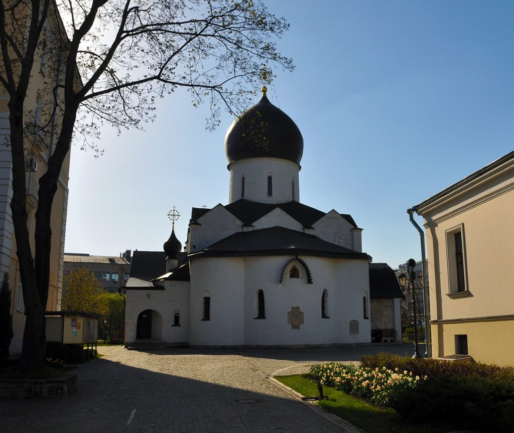Церковь Покрова Пресвятой Богородицы в Марфо-Мариинской обители в Москве.