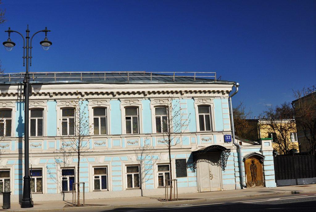 Барельеф Богородицы. Большая Ордынка,33 в Москве