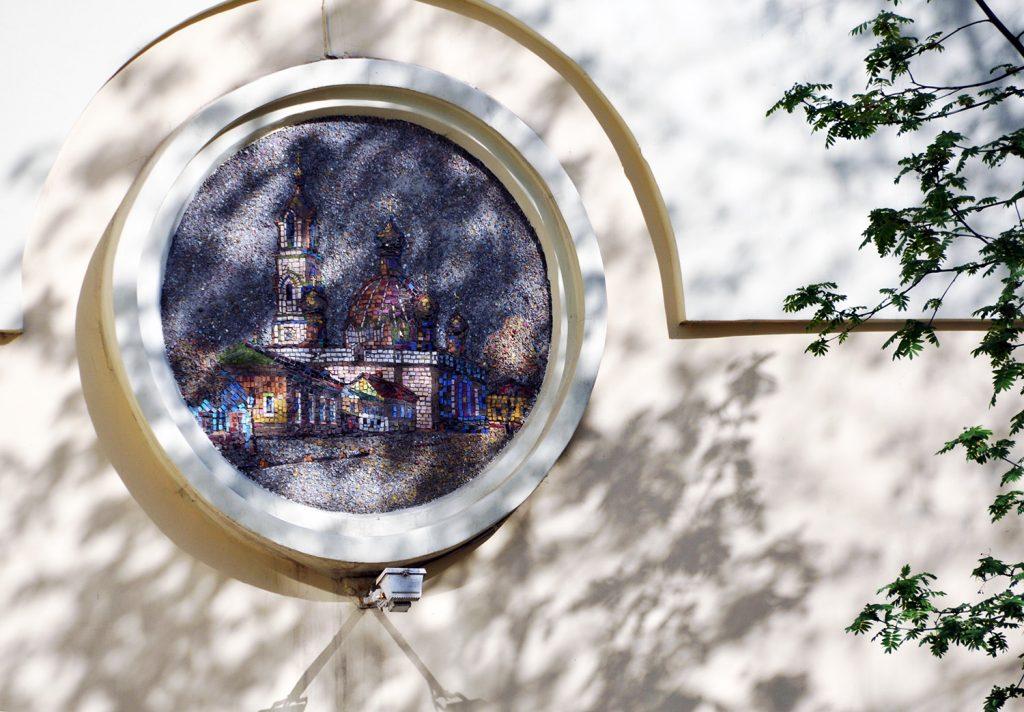 Мозаики на АТС с разрушенными храмами в Москве.