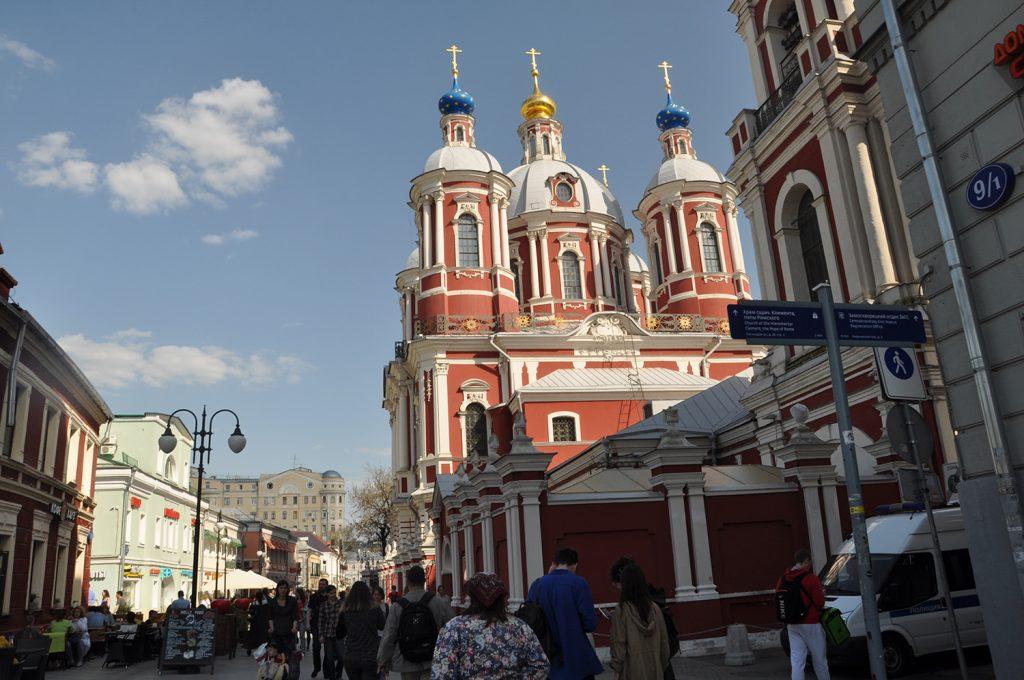 Храм Климента, папы римского на Пятницкой улице в Москве. Переулок.