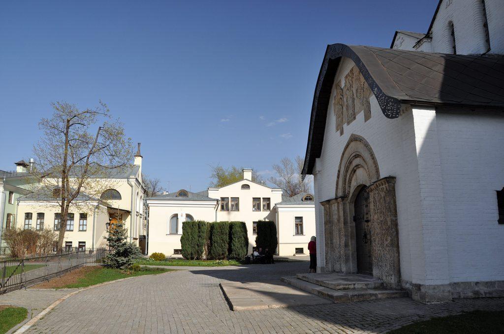 Церковь Покрова Пресвятой Богородицы в Марфо-Мариинской обители в Москве2