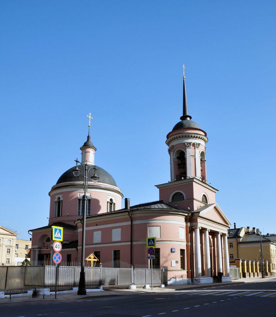 Иверская церковь на Большой Ордынке в Москве.