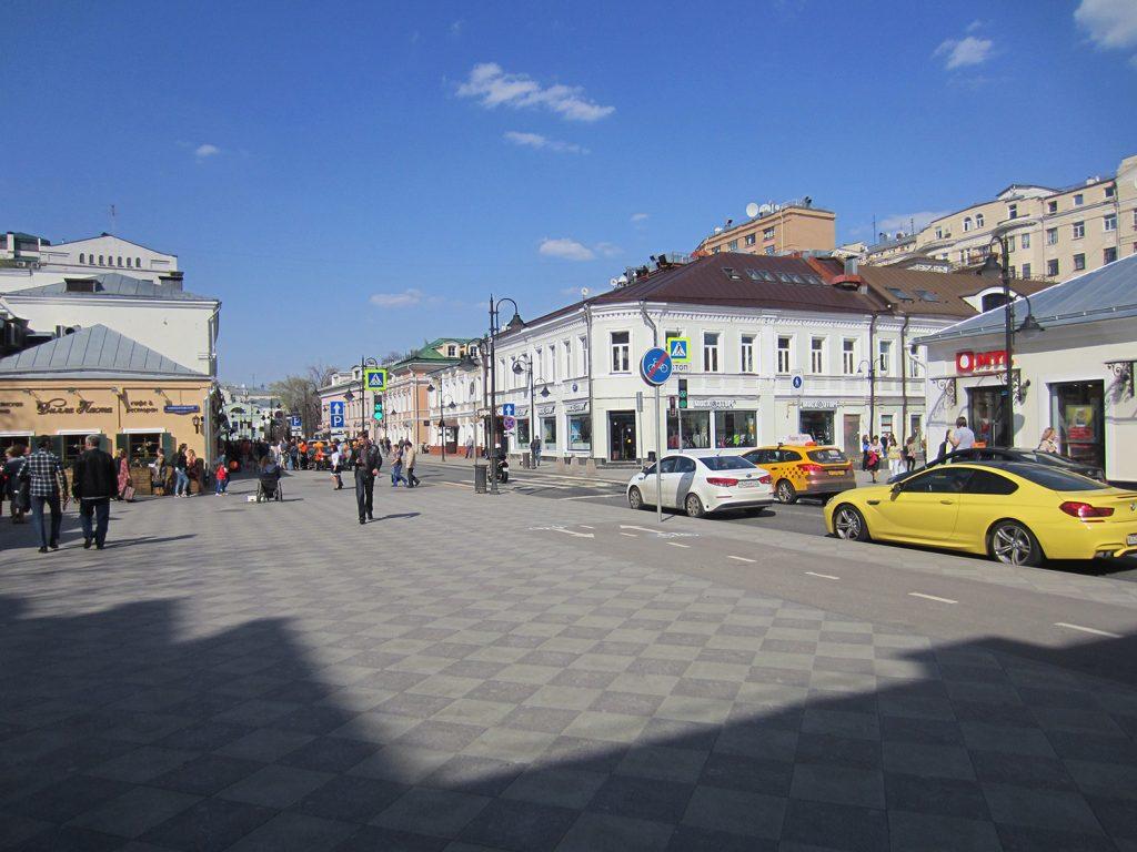 Пятницкая улица в Москве.