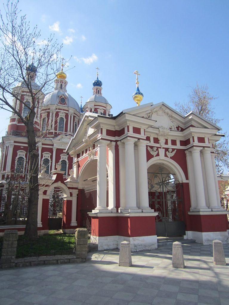 Храм Климента, папы римского на Пятницкой улице в Москве. Входной павильон.