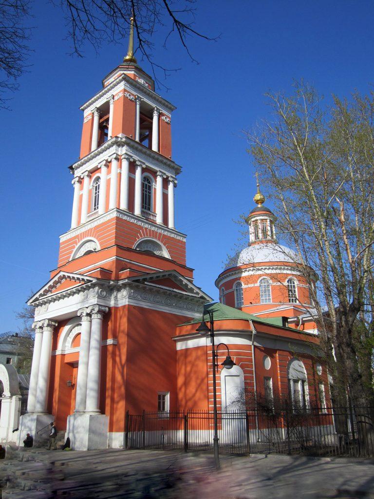 улица Пятницкая, 51 храм Троицы Живоначальной в Вишняках в Москве
