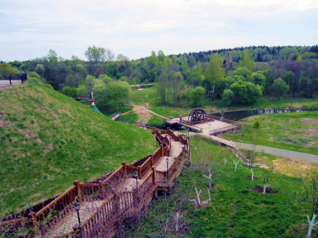 Лестница к источнику преподобного Сергия в Радонеже