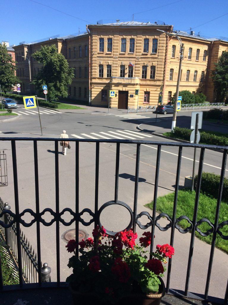 Балкон мемориальной квартиры Иоанна Кронштадтского в Кронштадте.
