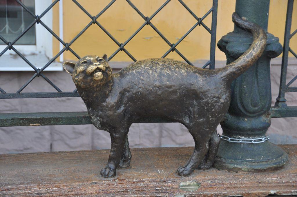 Скульптура кошки на ул.Депутатская г.Ярослалвь