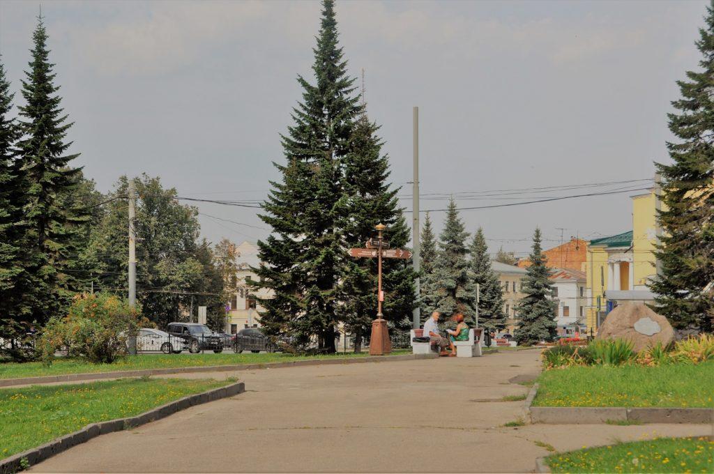 Камень города-побратимы в Ярославле.