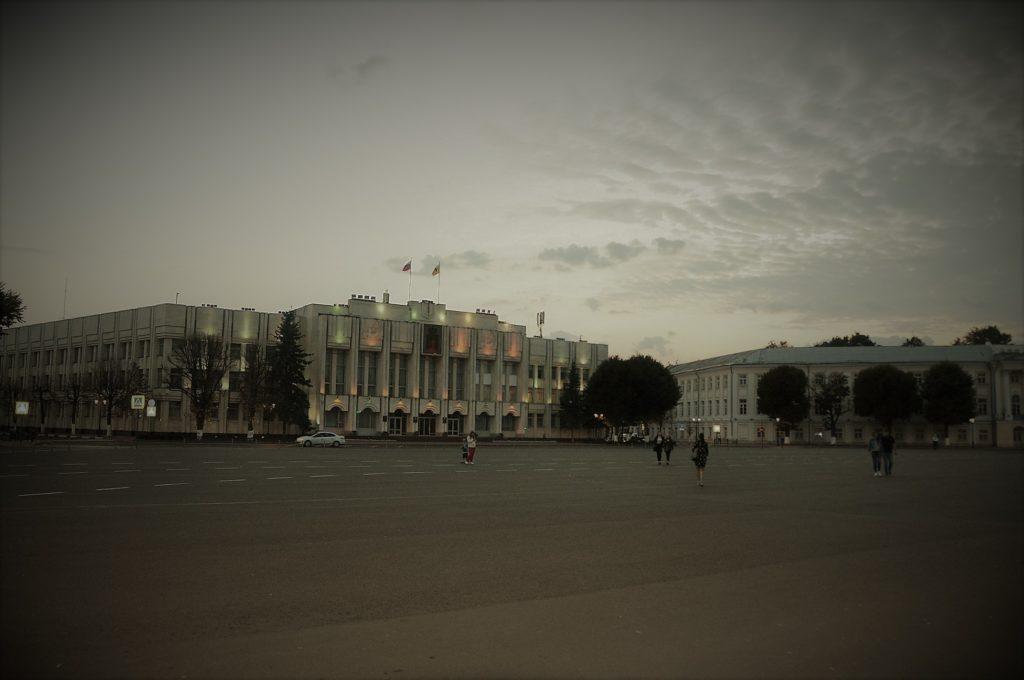 Советская (Ильинская) площадь перед храмом в Ярославле.