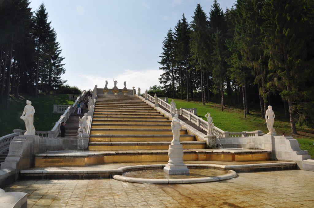 Каскад «Золотая гора» в Петергофе.