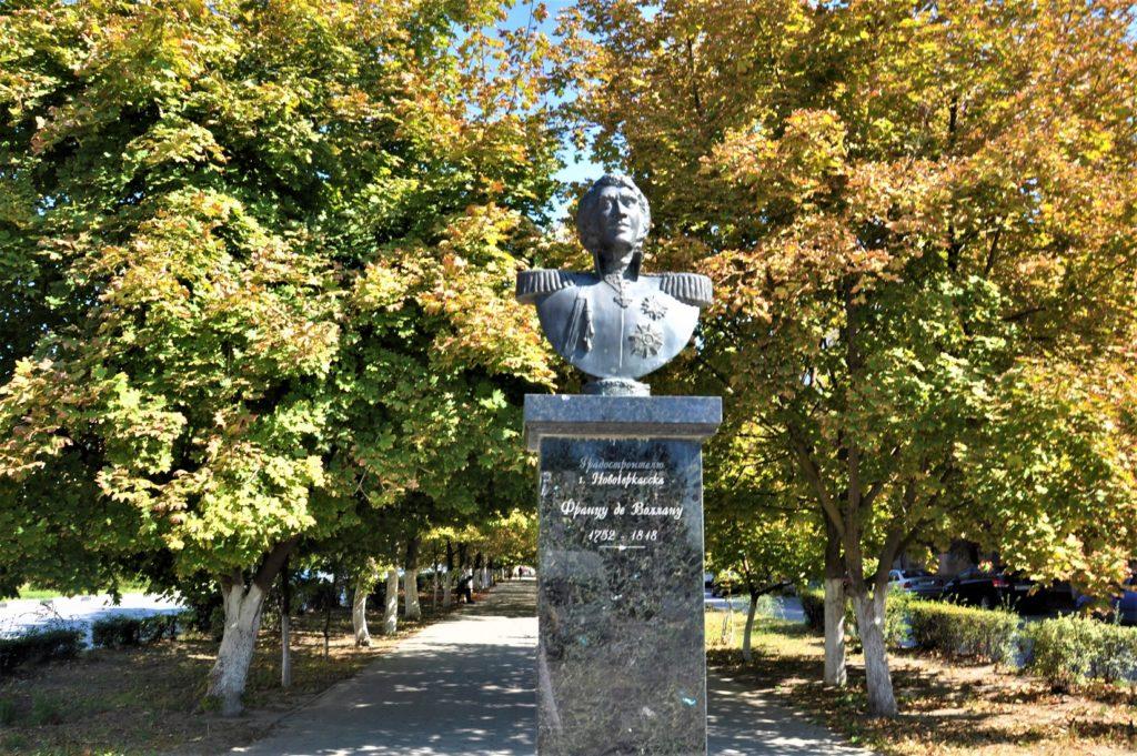 Новочеркасск. Памятник Францу Павловичу де Волану.