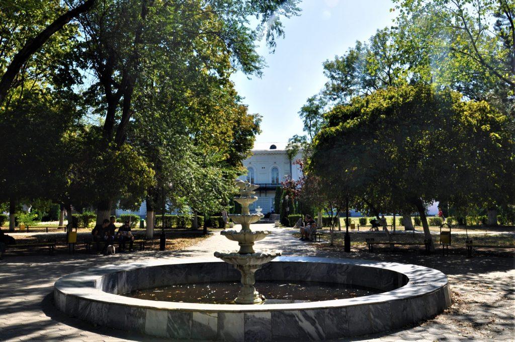Новочеркасск. Атаманский дворец. фонтан