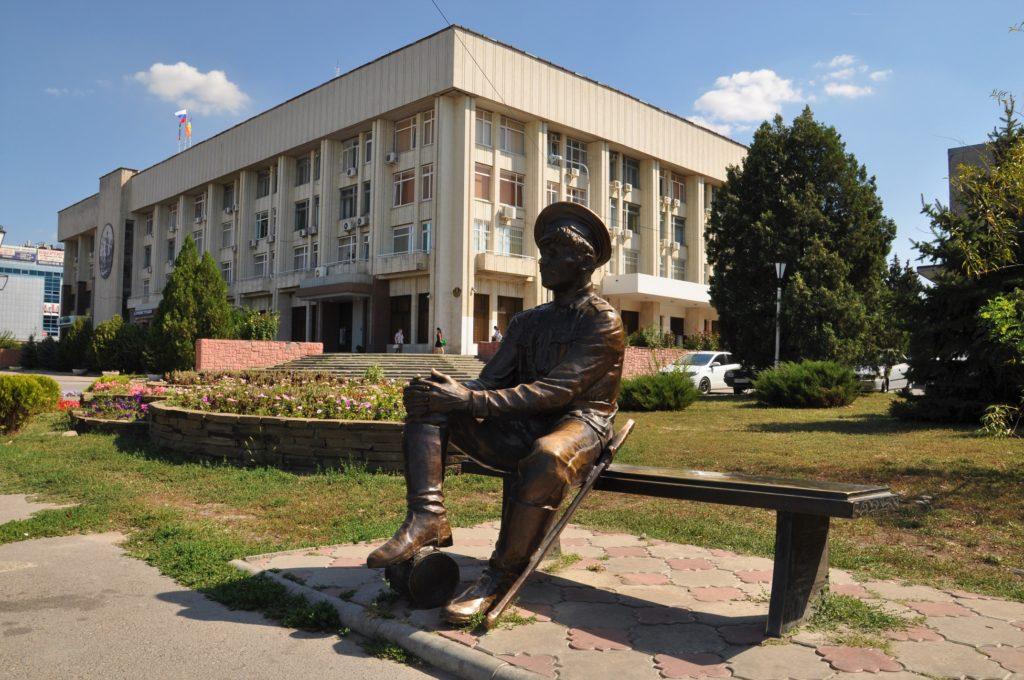 Новочеркасск. Памятник казаку